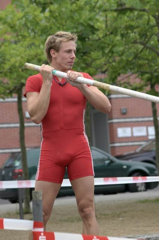 Mens Bulge Report http://www.athletesexposed.com/2010/11/25/pole-vaulter-michel-frauen-bulge/