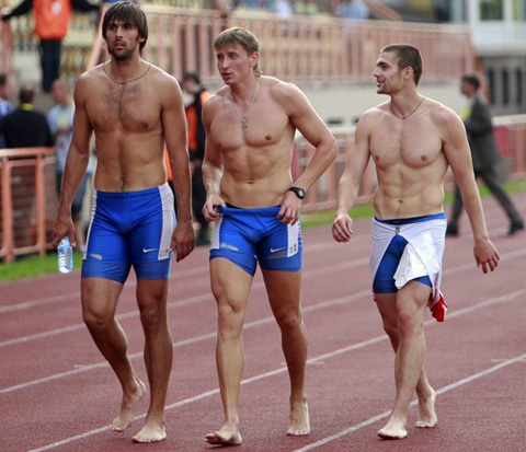 naked-athletes-track-and-field-007