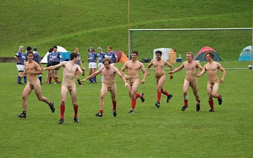 pic1_naked_rugby_team_naked_run_across_pitch_004