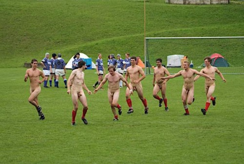 pic1_naked_rugby_team_naked_run_across_pitch_005