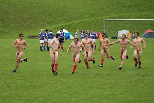 pic1_naked_rugby_team_naked_run_across_pitch_006