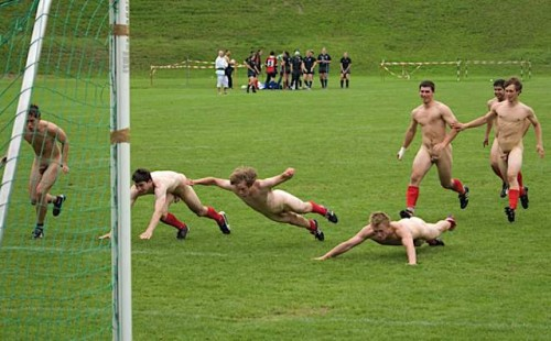 pic1_naked_rugby_team_naked_run_across_pitch_008