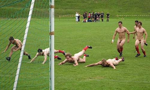 pic1_naked_rugby_team_naked_run_across_pitch_009