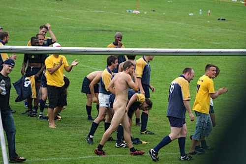 pic1_naked_rugby_team_naked_run_across_pitch_012