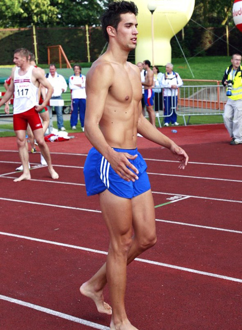 naked-athletes-track-and-field-012
